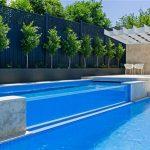 swimmingpool med het simbassäng